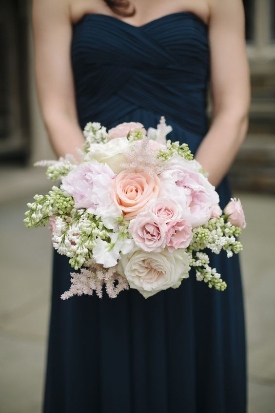 rose bouquet with soft pink tones for a navy/pink wedding theme
