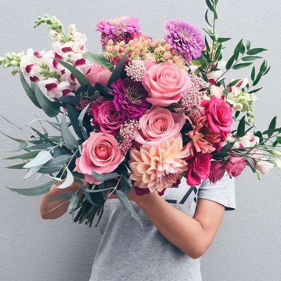 summer bouquet with pastel hues and a vintage touch