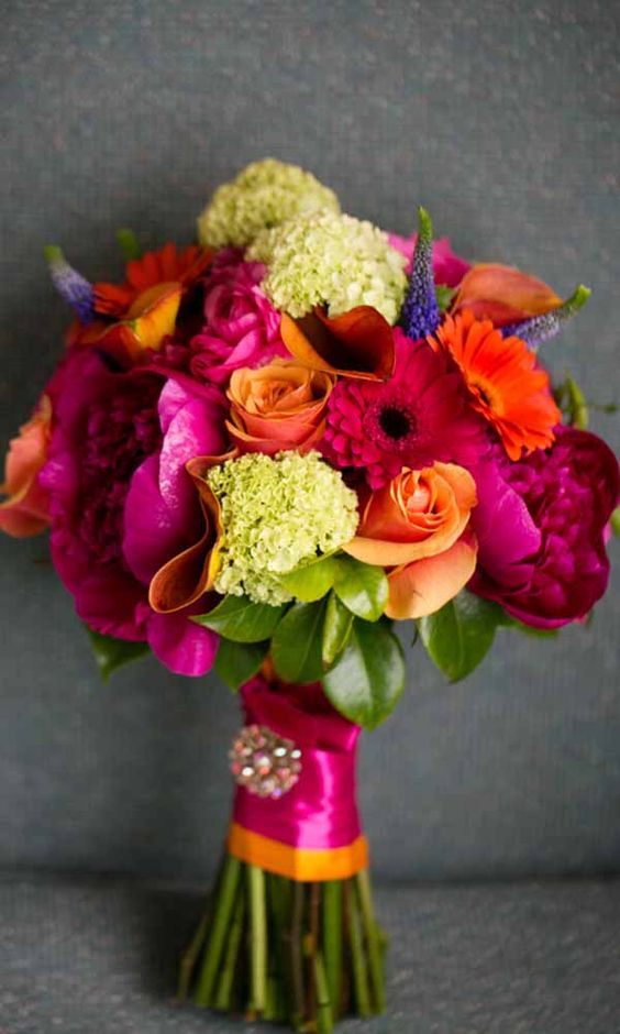 Perfect combination of hot pink and orange roses!