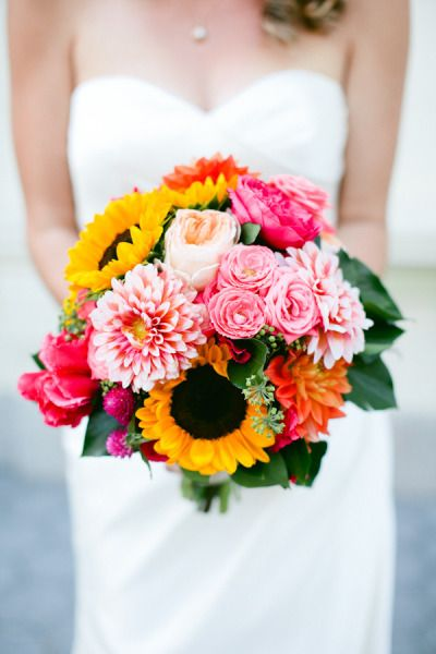 Pink roses and sunflowers for a beautiful wedding bouquet.