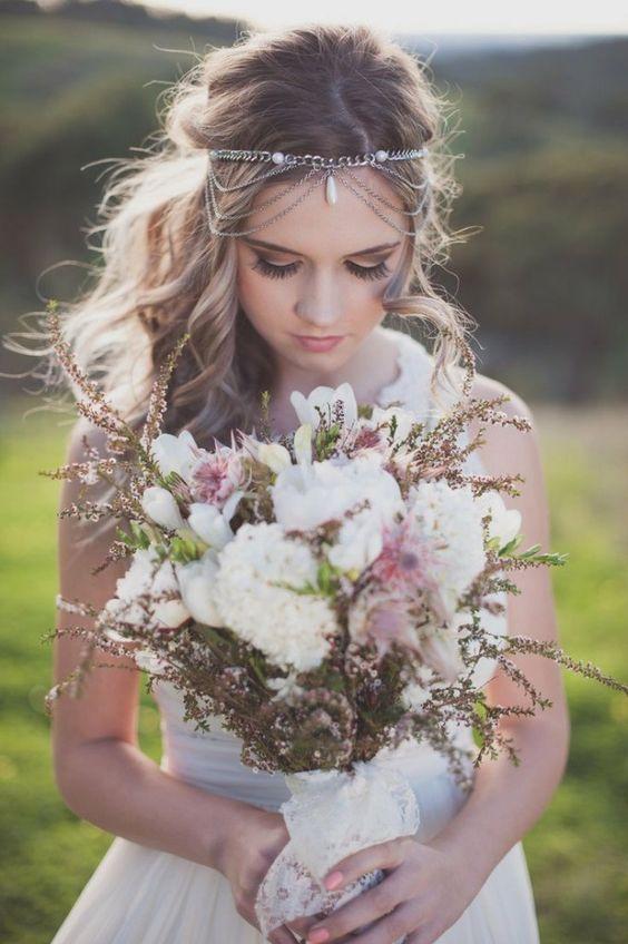 Natural wedding bouquet for a bohemian wedding