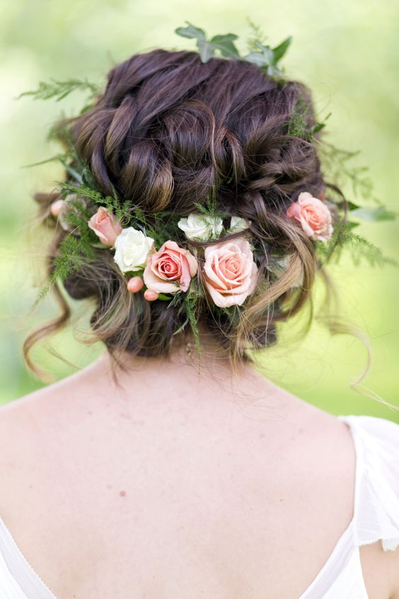 Lovely wedding crown with roses. Great wedding hairstyle idea. Love the messy hair.