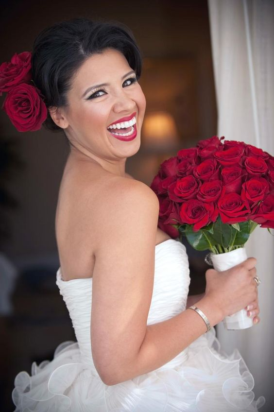 White dress, red roses and red lips. What a stunning bride!