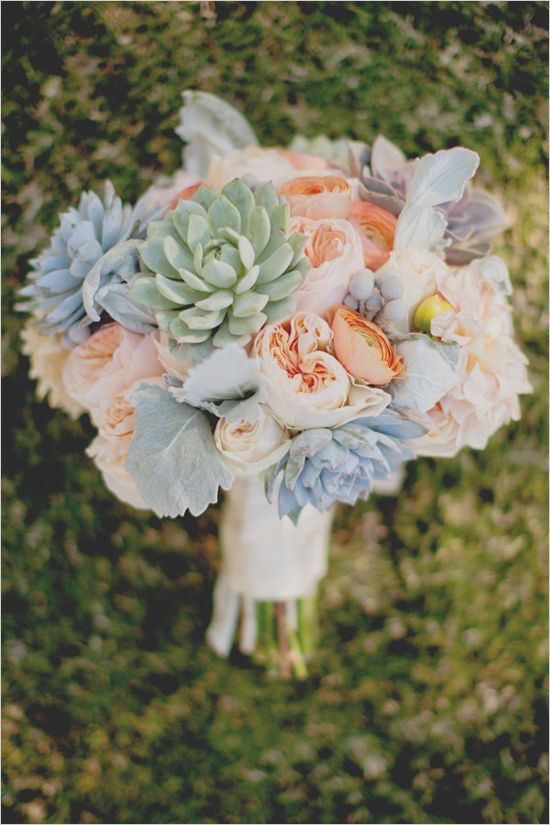 Wonderful bouquet with the David Austin Wedding Rose Juliet and succulents.