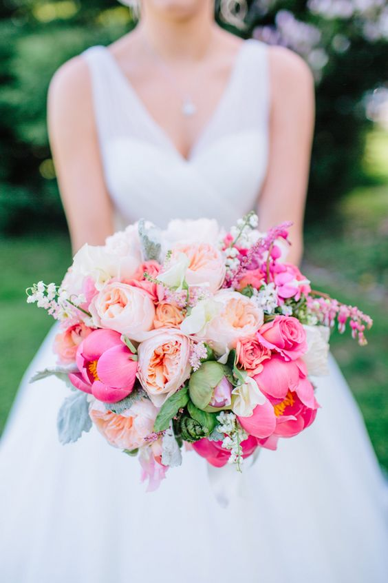 Amazing wedding bouquet with peonies and the David Austin Wedding Rose Juliet. Those bright colors are perfect!