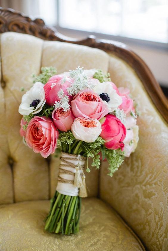 The David Austin Juliet roses and peonies are so cute! This bouquet would be perfect for a lakehouse wedding.