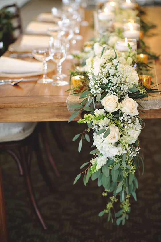 30 inspiring ideas for a white wedding parfum flower company stunning table piece with roses for a white wedding mightylinksfo