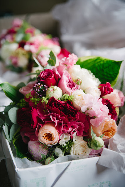 In this heavenly bridal bouquet there is Darcey, Miranda, Juliet and Patience from the David Austin roses collection, Bombastic Roses and some beautiful Sweet Peas, Peonies and Herbs.