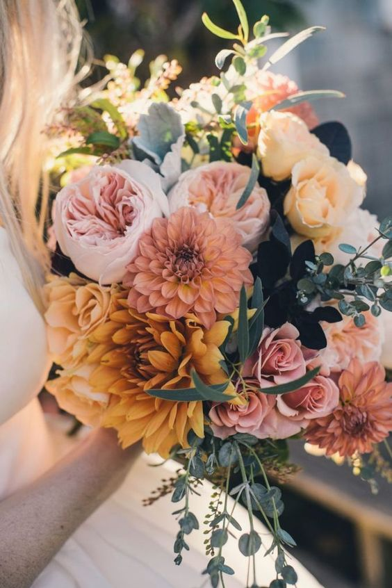 Love these colors for a fall bouquet with garden roses. Excellent combination!