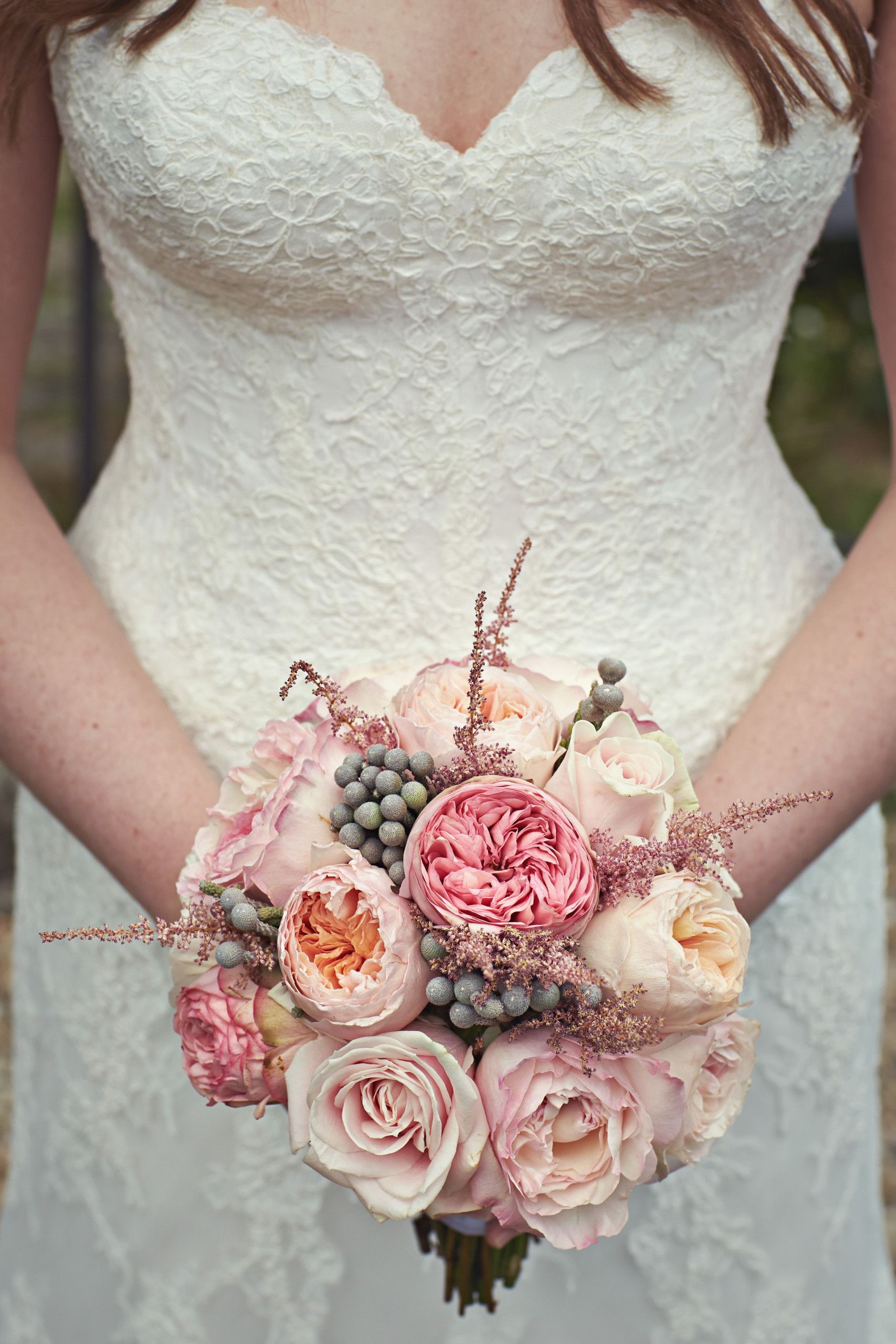 Beautiful wedding bouquet for this fall with the garden roses Juliet and Keira from the David Austin collection