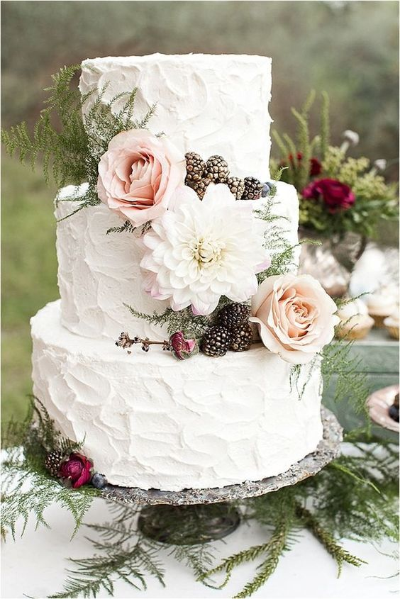 Gorgeous cake for a garden or bohemian wedding.