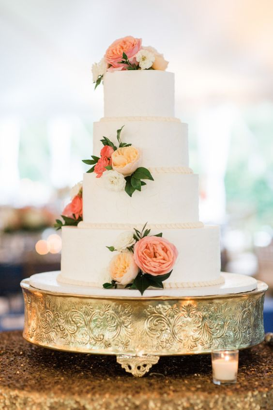 A wedding cake with some southern charm is always welcome.