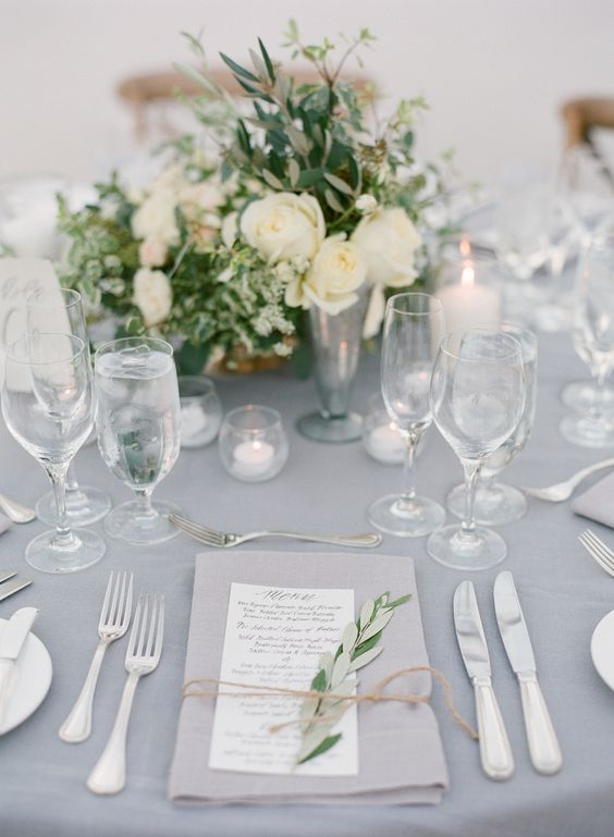 tablesetting for a white/grey wedding theme