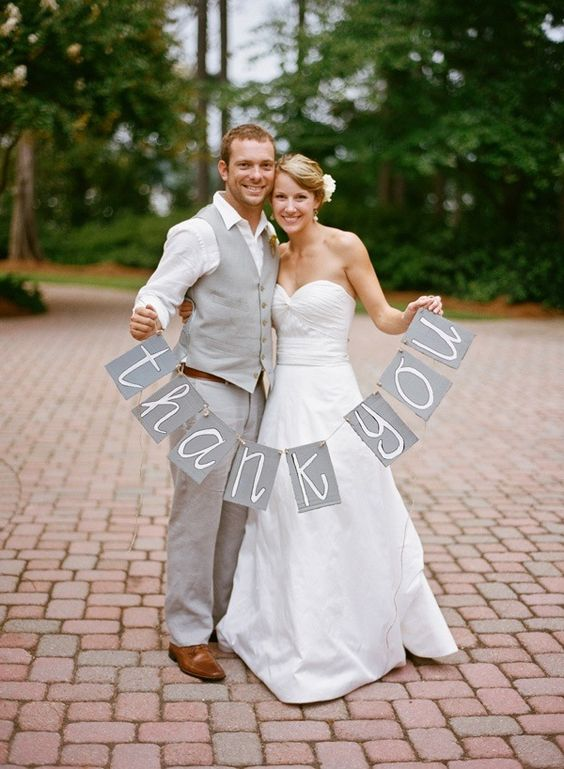 25 classy ideas for a white/grey wedding theme.