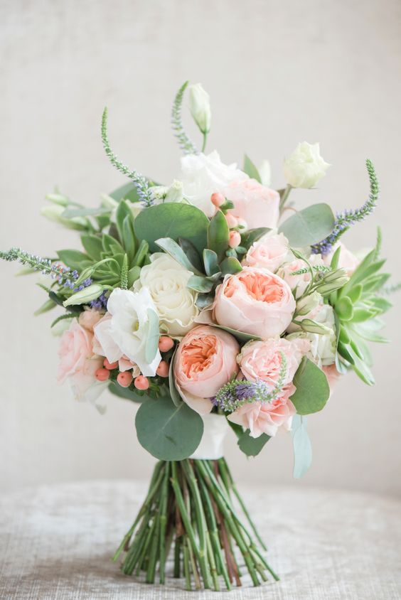 20 bouquets with david austin roses you 39 ll love for A lot of different flowers make a bouquet
