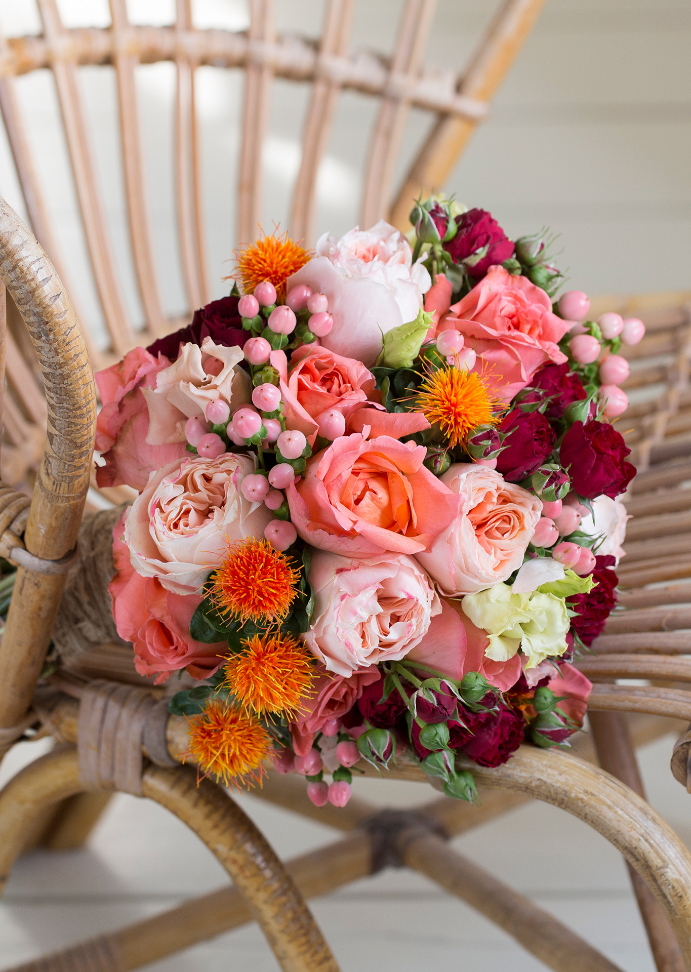 Wonderful salmon/coral coloring in this stunning bouquet with Rene Goscinny, Red Sensation and Princess Sakura roses.