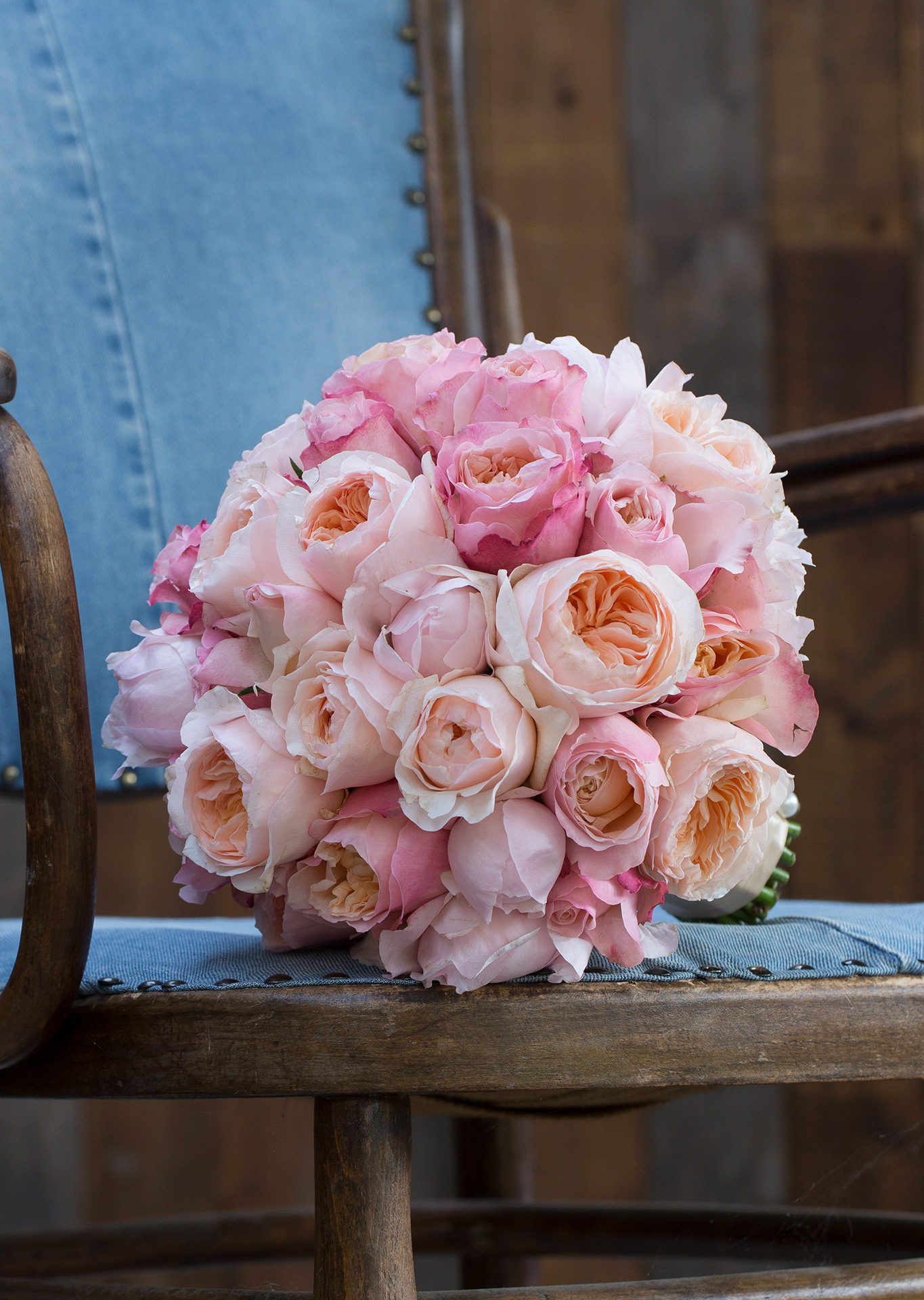 A combo of the loveliest David Austin varieties Juliet, Edith and Peony Pink will definitely match your coral theme.