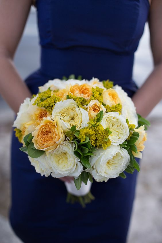 Beautiful bouquet combining yellow to green foliage with buttery-yellow Beatrice and buttermilk white Patience. Oh, the scent!
