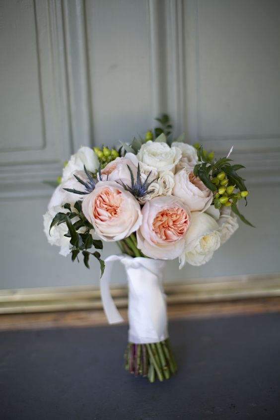 Patience and Juliet, a great combination for this lovely spring bouquet.
