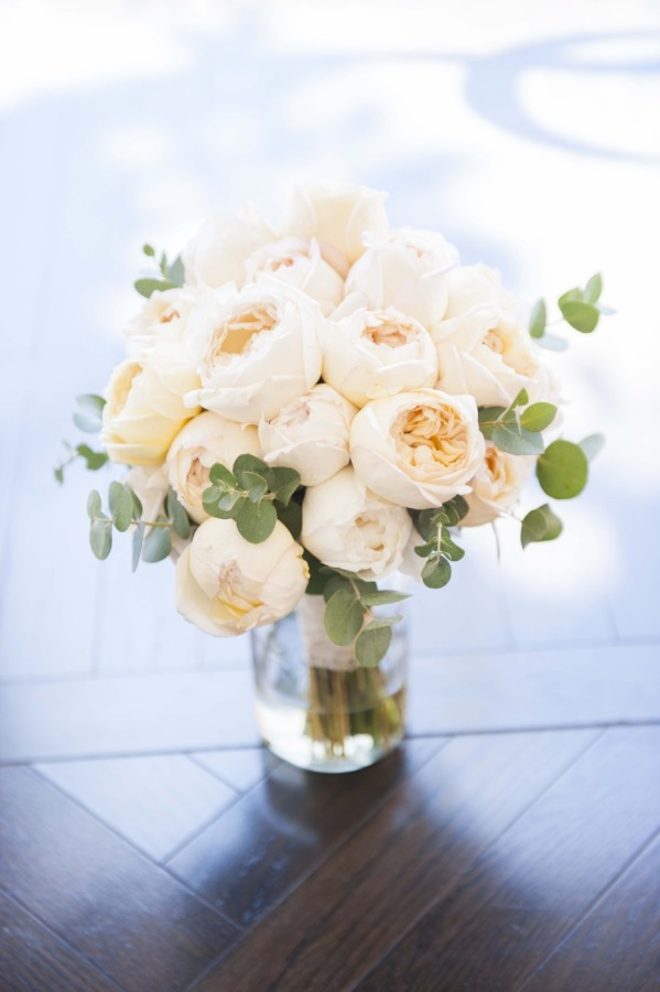 You know what's always a good idea? A vase full of peonies and David Austin Juliet roses!