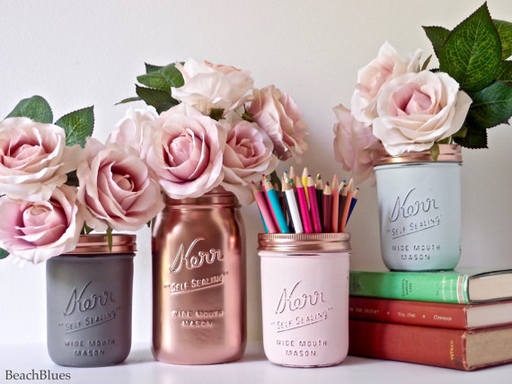 These mason jars from BeachBlues are amazing! Don't forget to get yourself some Paul Ricard roses and you're all set.