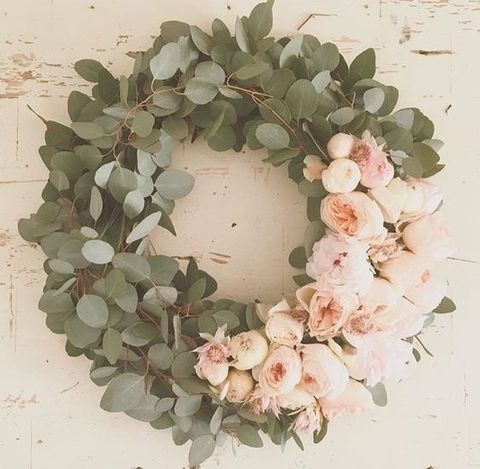Wreaths aren't only for Christmas or weddings! It's totally cool to have one at home.