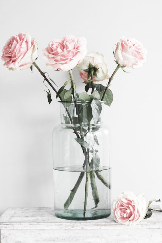 When you go for something simple, or minimalistic, make sure the roses you pick are works of art on their own. I would personally have a vase with either Prince Jardinier or Pink O'Hara roses to mimic this style. These rose varieties have scents that will fill the entire room!
