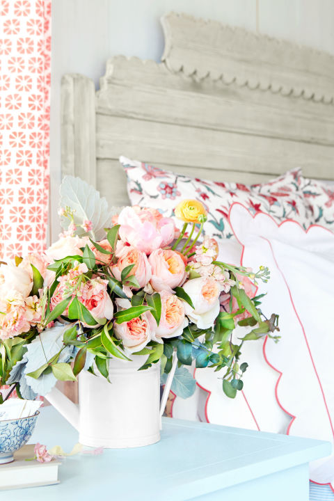 Bedside vase with juliet roses