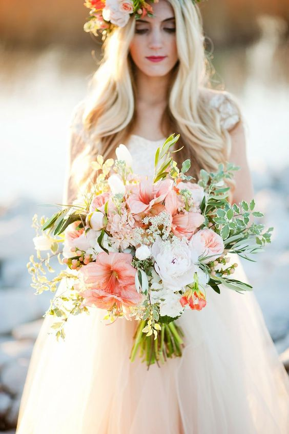 Lots of tule and a fairytale-like bouquet. Lovely combo!