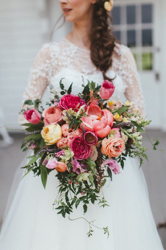 Chic and colorful wedding bouquet with Caramel Antike and Romantic Antike roses for a Southern wedding.