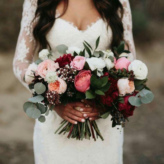 20 charming ideas for a burgundy  blush wedding gamos stolismos