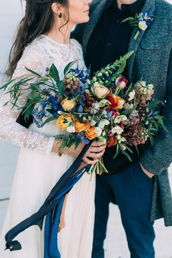 Although this bouquet doesn't carry any of our roses, we couldn't NOT show you this wonderful mix of dark blue and mustard. This bouquet isn't only perfect for autumn brides, but would also fit right into a winter wedding.