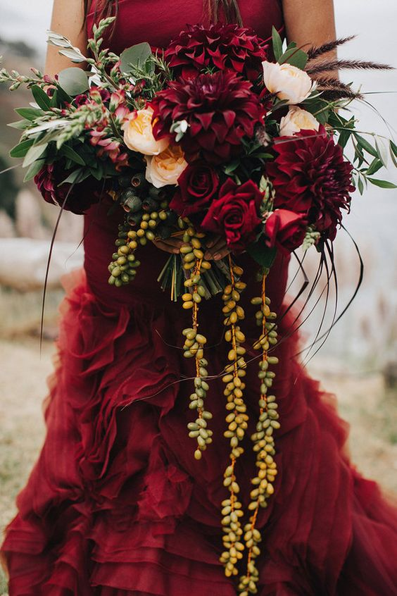 A blood red Vera Wang dress and peach Juliet roses. Sigh...