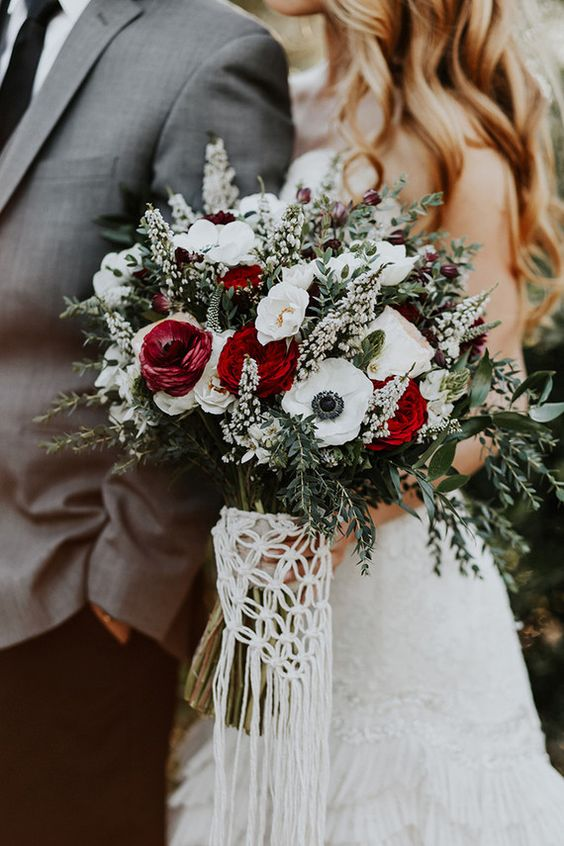 A classic red and white fall-inspired wedding bouquet. 'Tess' would look amazing in here.