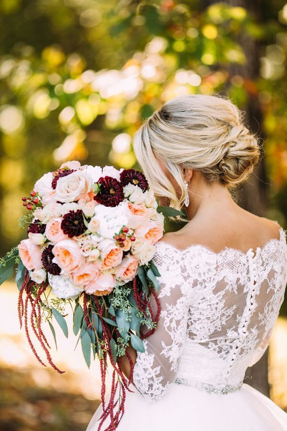 Juliet is definitely stealing the show in this stunning fall bouquet.