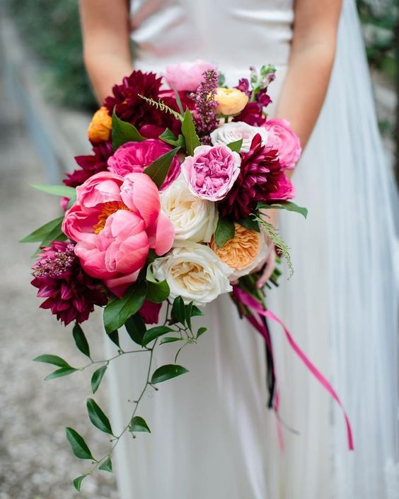 Mix 'n matching some gorgeous David Austin varietes - such as Miranda, Juliet and Purity - is always a good idea! Via Gypsy Floral
