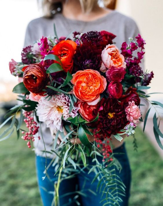 These warm tones are perfect for fall and winter weddings <3