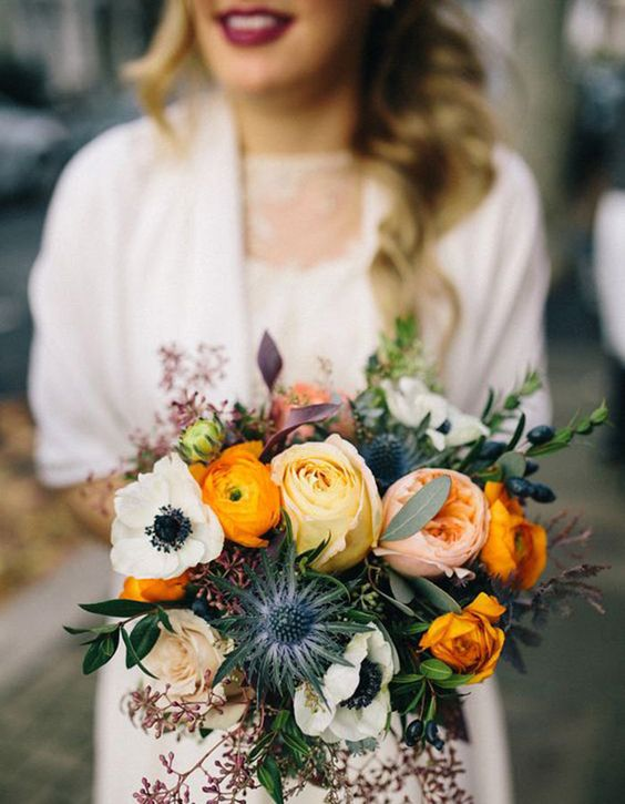 Spring vibes all over thanks to this lovely bouquet with Juliet roses and anemones. Via Wilkie Blog