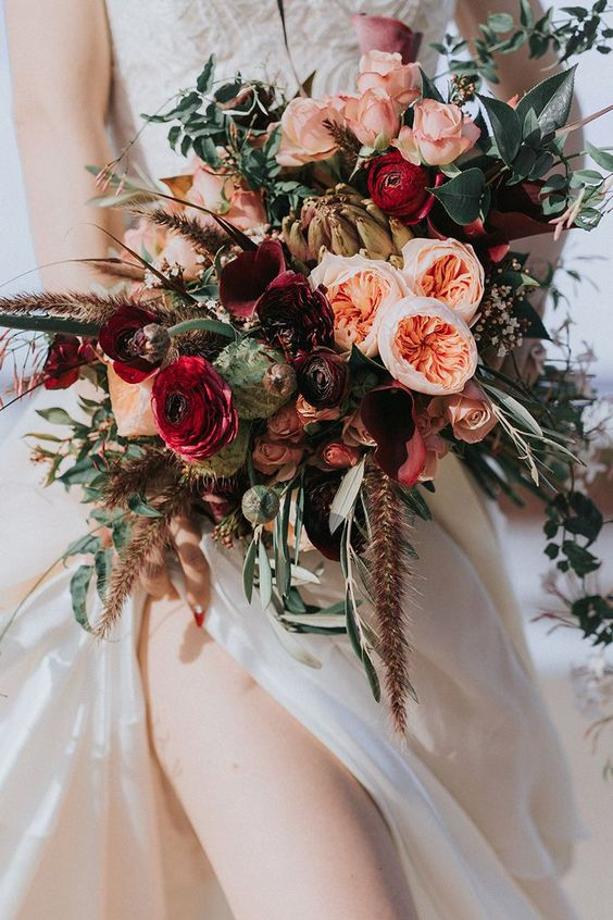 Wedding bouquets with a bit of a moody look and feel were remarkably popular last year and we're seeing this trend being dragged in to the summer of 2018. Yay! Via The Wedding Playbook