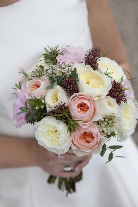 Swoon-worthy wedding bouquets with roses. Via My Wedding Flowers Ideas