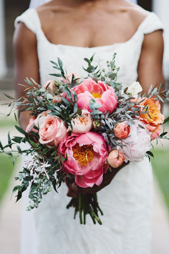 Swoon-worthy wedding bouquet with roses. Via Aisle Perfect