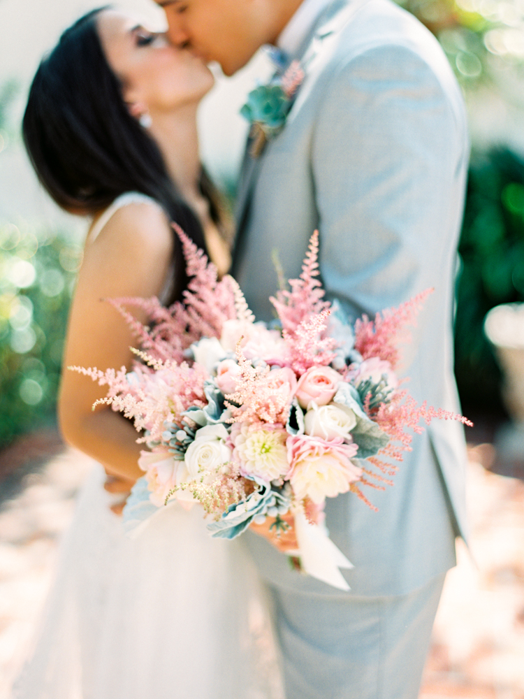 Swoon-worthy wedding bouquets with roses. Via Aisle Perfect