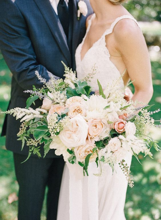 If there's one rose that will always look gorgeous - and smell delicious! - in a wedding bouquet, it's White O'Hara. Via Wedding Guides