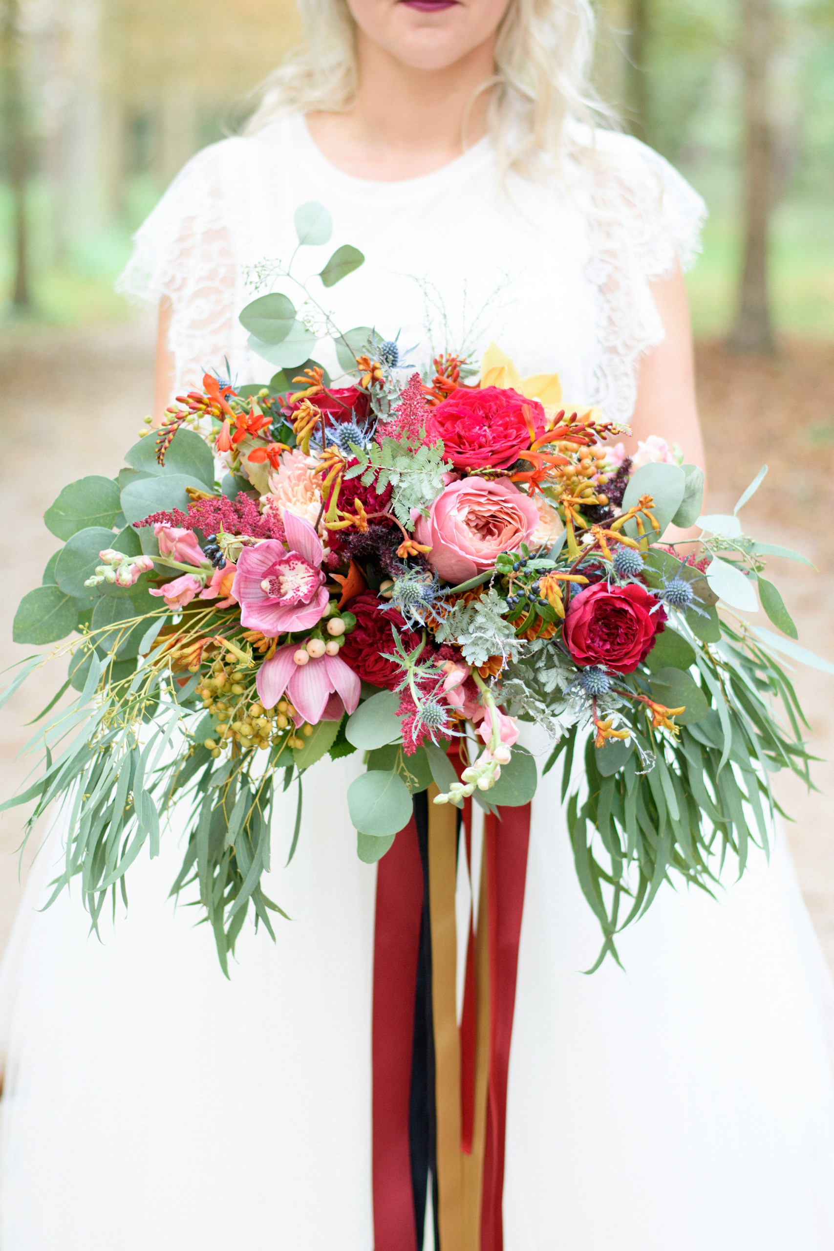 25 Swoon Worthy Wedding Bouquets With Roses Parfum Flower Company