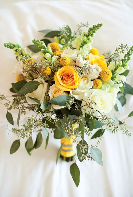 Bouquet with yellow roses. Via Brides