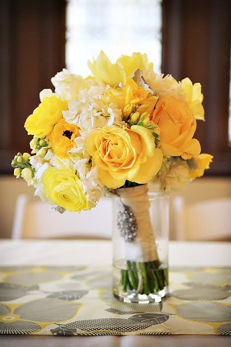 Sunny bouquet with yellow roses