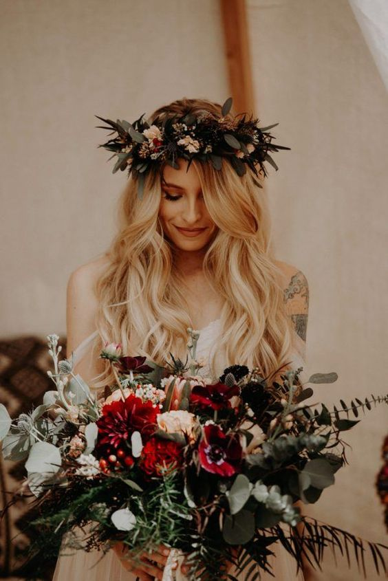 If bohemian camp vibes are your thing, you're going to love this one. Via Junebug Weddings