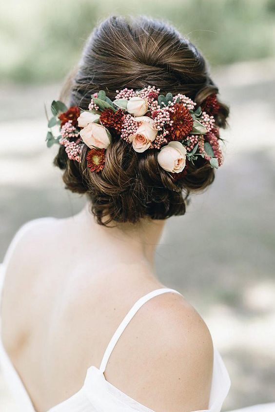 Gorgeous and classy updo with lovely roses. Via In White