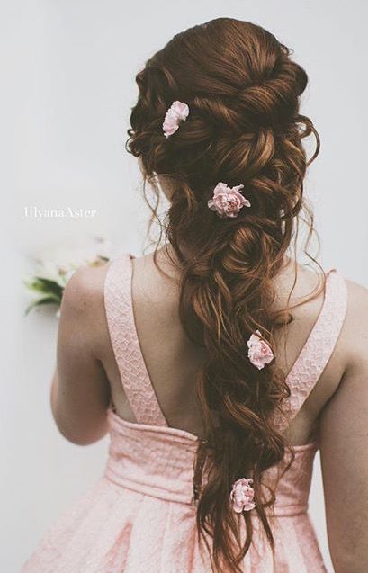 Beautiful bridal hair with florals