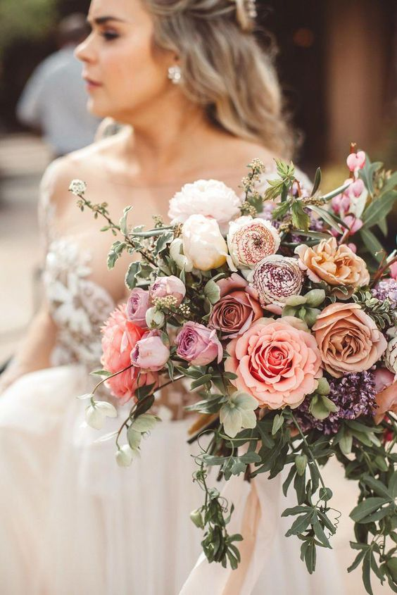 Warm tones with a garden look and feel wedding bouquet. Via Weddbook